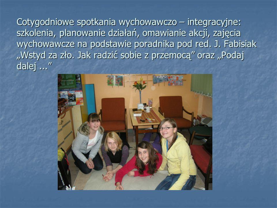 Cotygodniowe spotkania wychowawczo – integracyjne: szkolenia, planowanie działań, omawianie akcji, zajęcia wychowawcze na podstawie poradnika pod red.