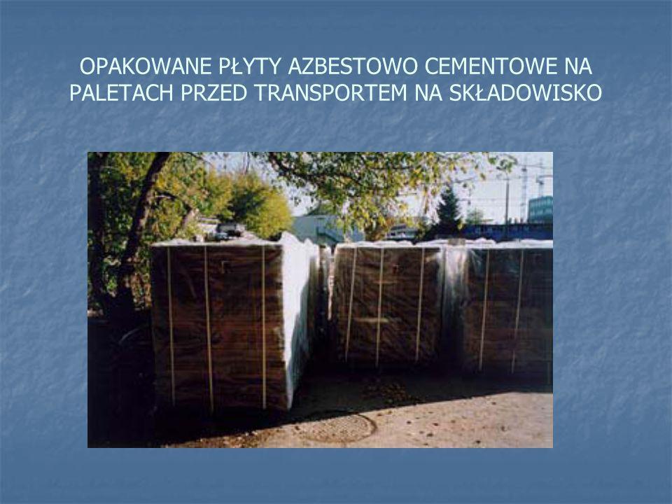 OPAKOWANE PŁYTY AZBESTOWO CEMENTOWE NA PALETACH PRZED TRANSPORTEM NA SKŁADOWISKO