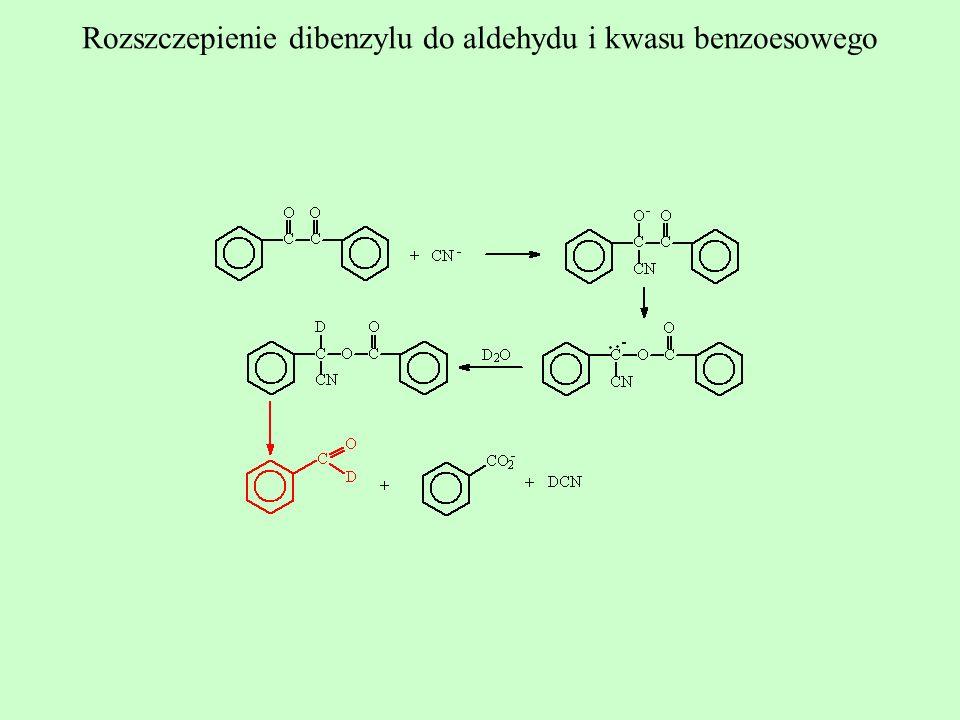 Rozszczepienie dibenzylu do aldehydu i kwasu benzoesowego