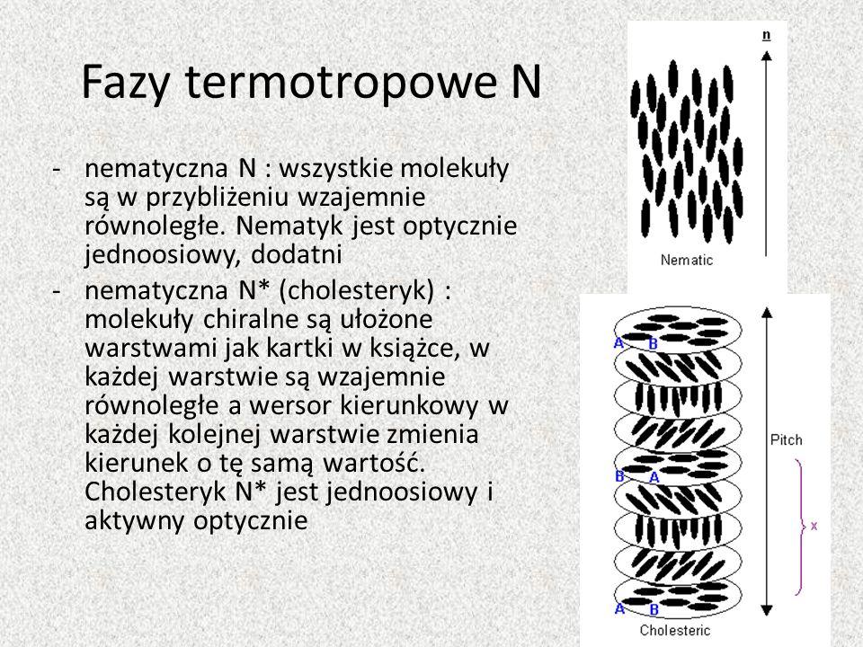 Fazy termotropowe Nnematyczna N : wszystkie molekuły są w przybliżeniu wzajemnie równoległe. Nematyk jest optycznie jednoosiowy, dodatni.