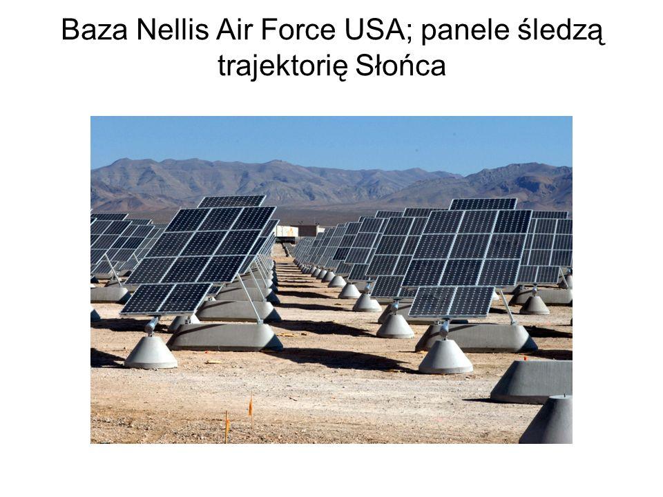 Baza Nellis Air Force USA; panele śledzą trajektorię Słońca