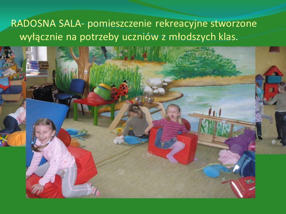 RADOSNA SALA- pomieszczenie rekreacyjne stworzone wyłącznie na potrzeby uczniów z młodszych klas.