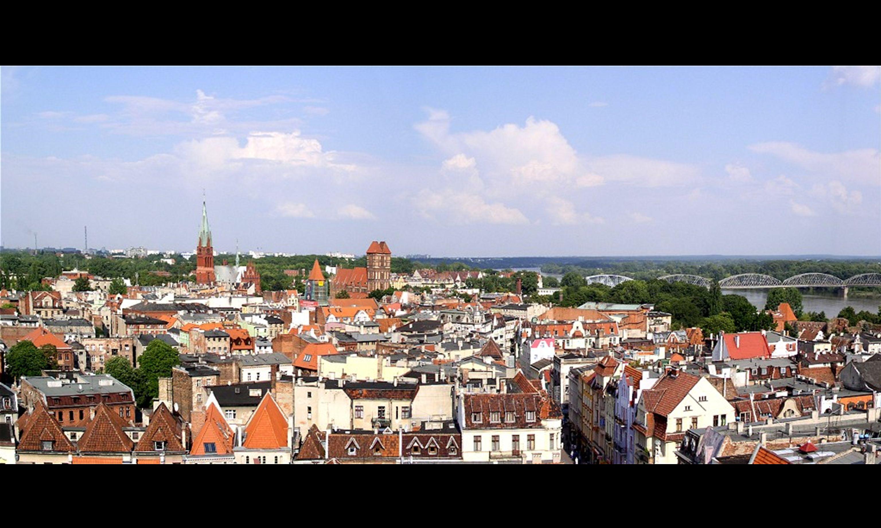 Widok na Toruń z wieży ratusza.