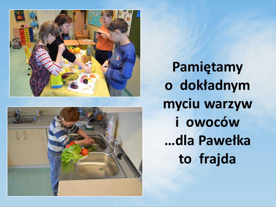 Pamiętamy o dokładnym myciu warzyw i owoców …dla Pawełka to frajda
