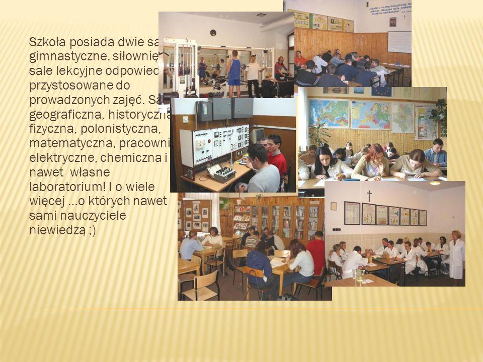 Szkoła posiada dwie sale gimnastyczne, siłownię i sale lekcyjne odpowiednio przystosowane do prowadzonych zajęć.