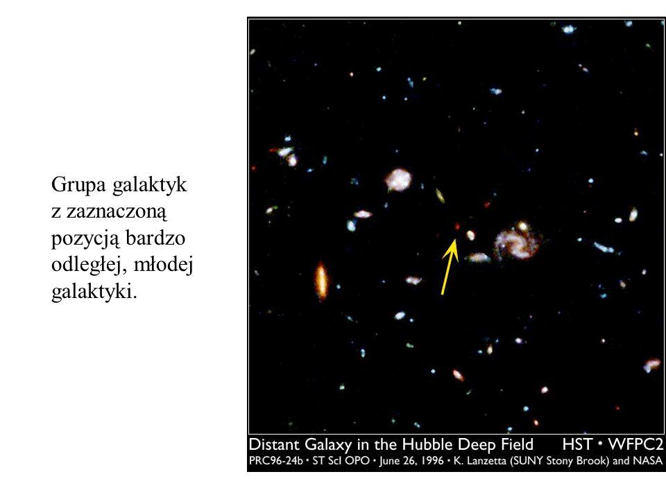 Grupa galaktyk z zaznaczoną pozycją bardzo odległej, młodej galaktyki.