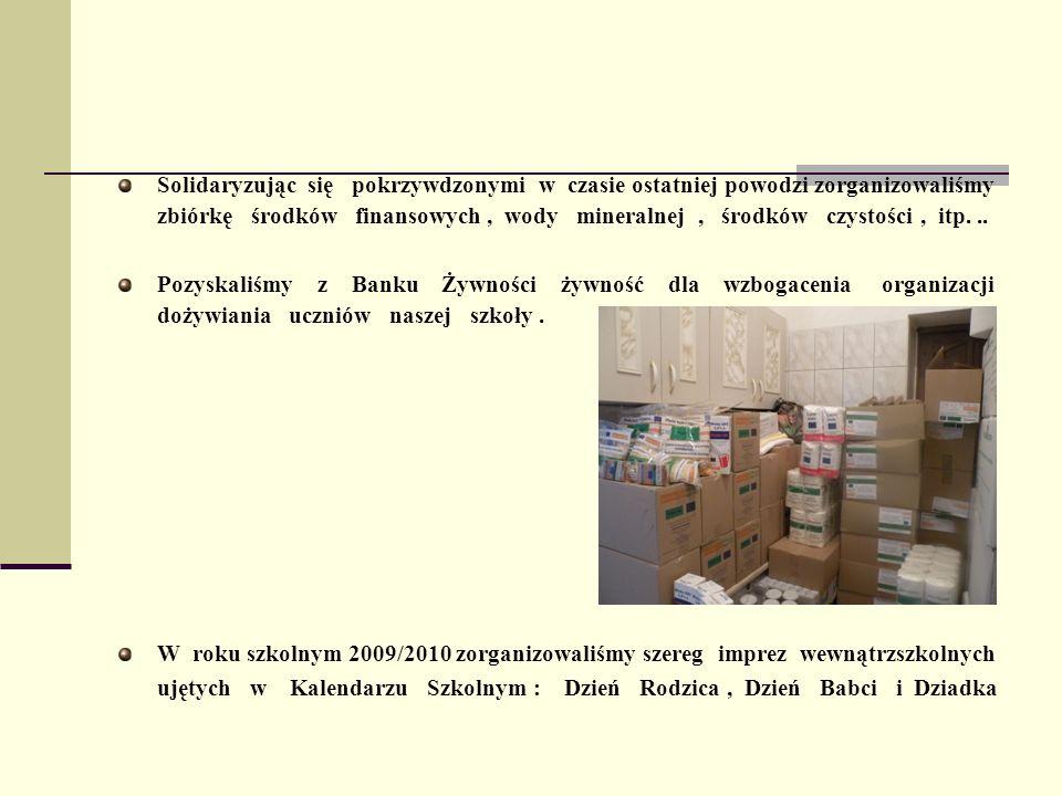 Solidaryzując się pokrzywdzonymi w czasie ostatniej powodzi zorganizowaliśmy zbiórkę środków finansowych , wody mineralnej , środków czystości , itp. ..