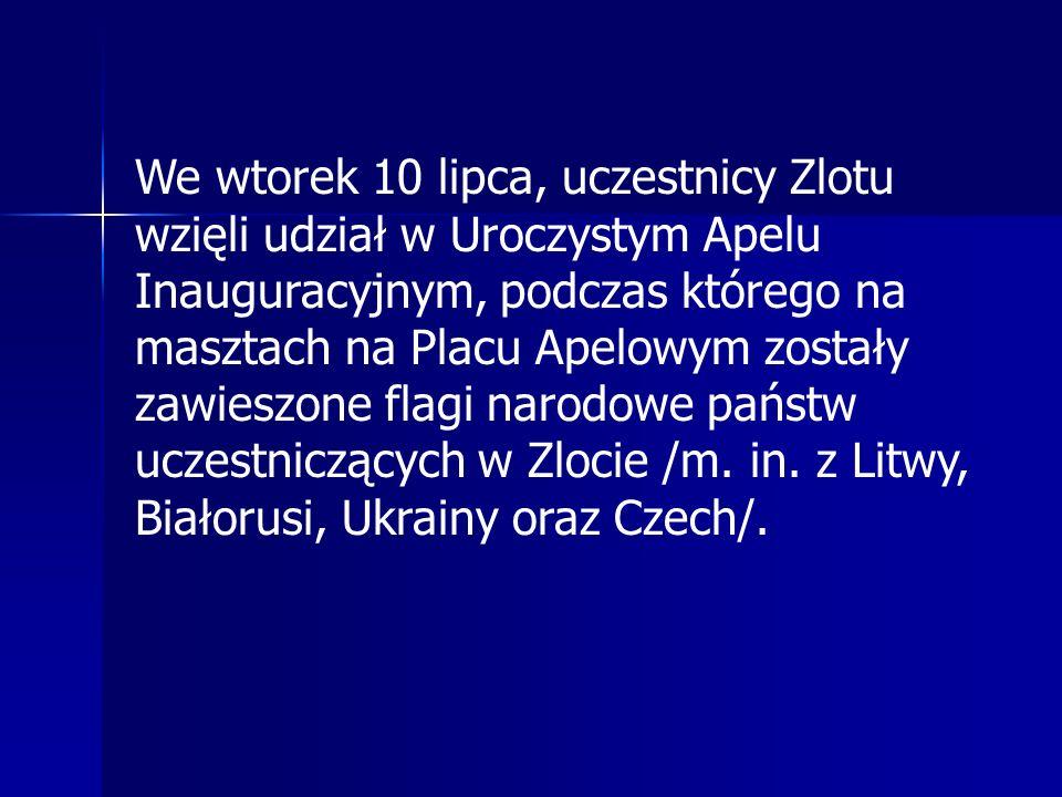 We wtorek 10 lipca, uczestnicy Zlotu wzięli udział w Uroczystym Apelu Inauguracyjnym, podczas którego na masztach na Placu Apelowym zostały zawieszone flagi narodowe państw uczestniczących w Zlocie /m.