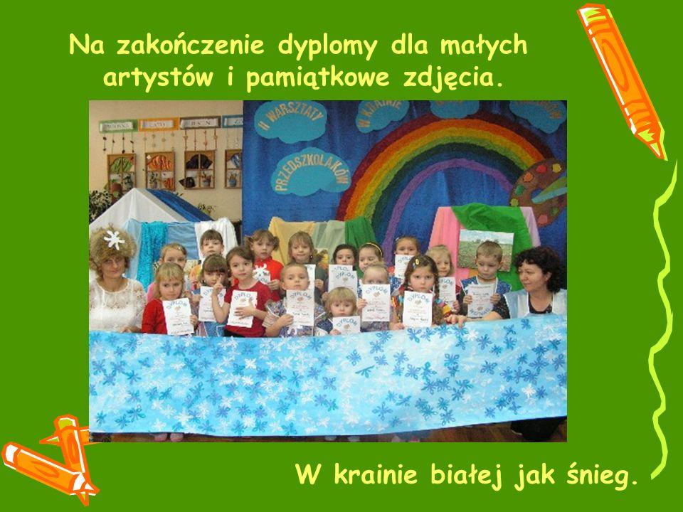 Na zakończenie dyplomy dla małych artystów i pamiątkowe zdjęcia.