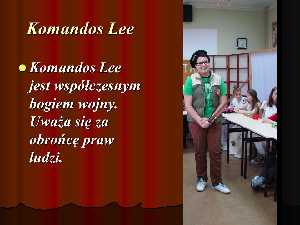Komandos Lee Komandos Lee jest współczesnym bogiem wojny. Uważa się za obrońcę praw ludzi.