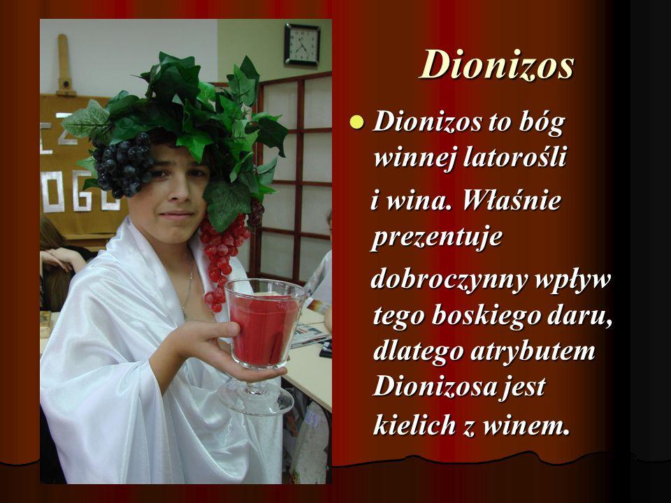 Dionizos Dionizos to bóg winnej latorośli i wina. Właśnie prezentuje