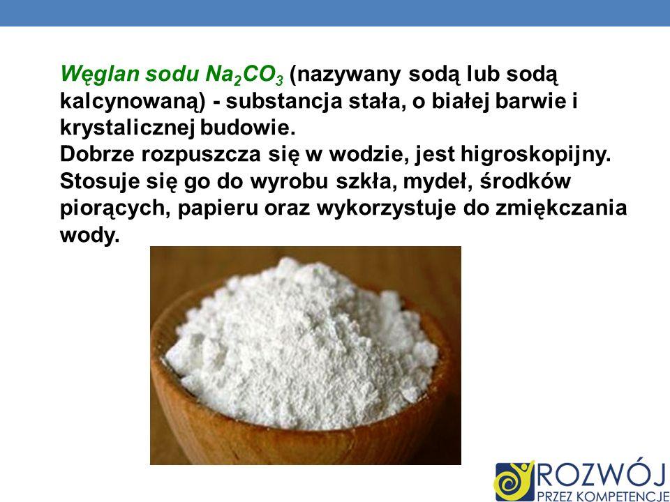 Węglan sodu Na2CO3 (nazywany sodą lub sodą kalcynowaną) - substancja stała, o białej barwie i krystalicznej budowie.