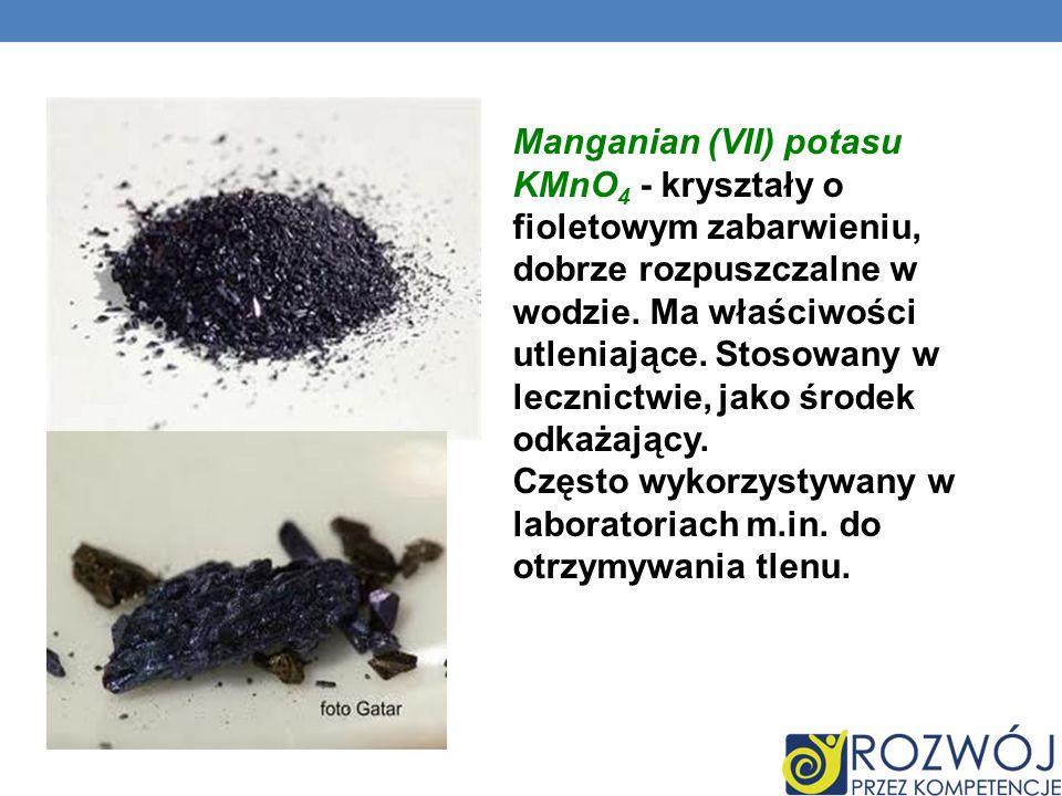 Manganian (VII) potasu KMnO4 - kryształy o fioletowym zabarwieniu, dobrze rozpuszczalne w wodzie.