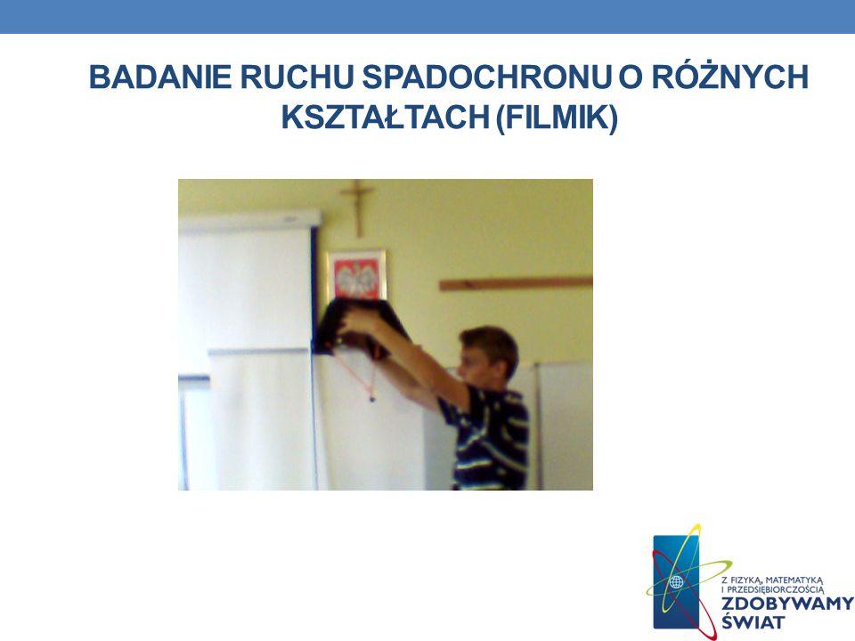 Badanie ruchu spadochronu o różnych kształtach (filmik)