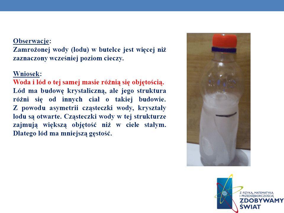 Obserwacje: Zamrożonej wody (lodu) w butelce jest więcej niż zaznaczony wcześniej poziom cieczy.