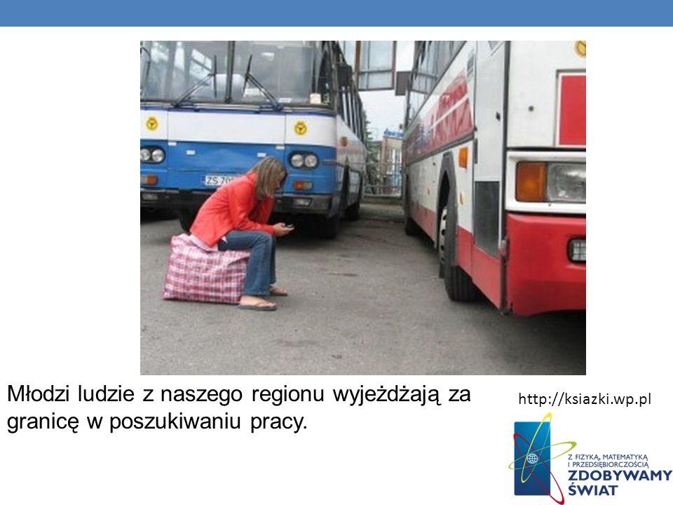 Młodzi ludzie z naszego regionu wyjeżdżają za granicę w poszukiwaniu pracy.