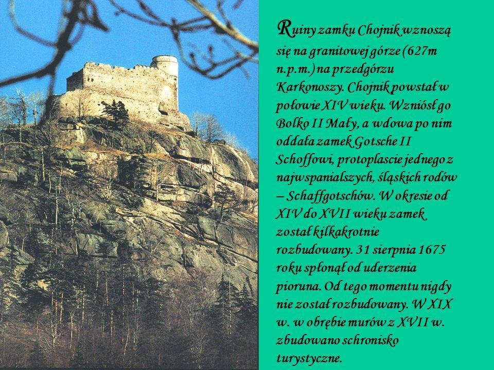 Ruiny zamku Chojnik wznoszą się na granitowej górze (627m n. p. m