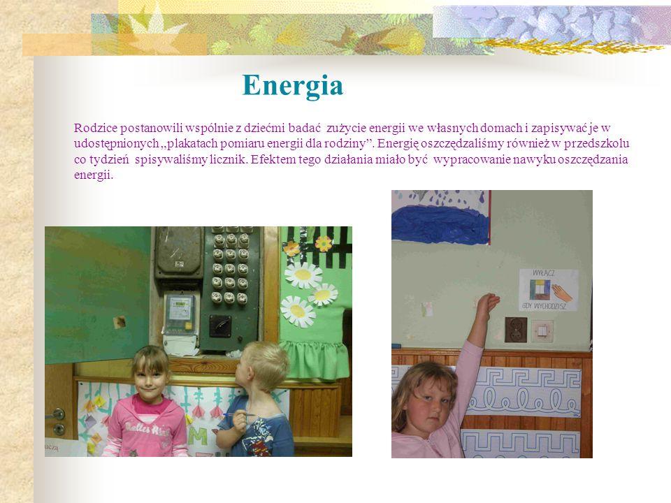 """Energia Rodzice postanowili wspólnie z dziećmi badać zużycie energii we własnych domach i zapisywać je w udostępnionych """"plakatach pomiaru energii dla rodziny ."""