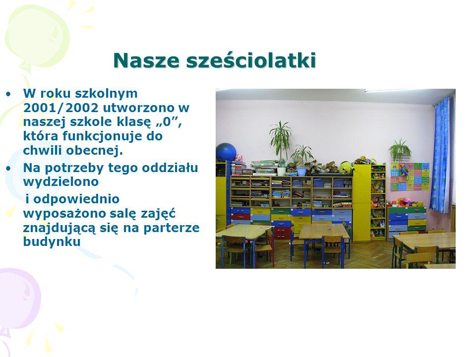 """Nasze sześciolatki W roku szkolnym 2001/2002 utworzono w naszej szkole klasę """"0 , która funkcjonuje do chwili obecnej."""