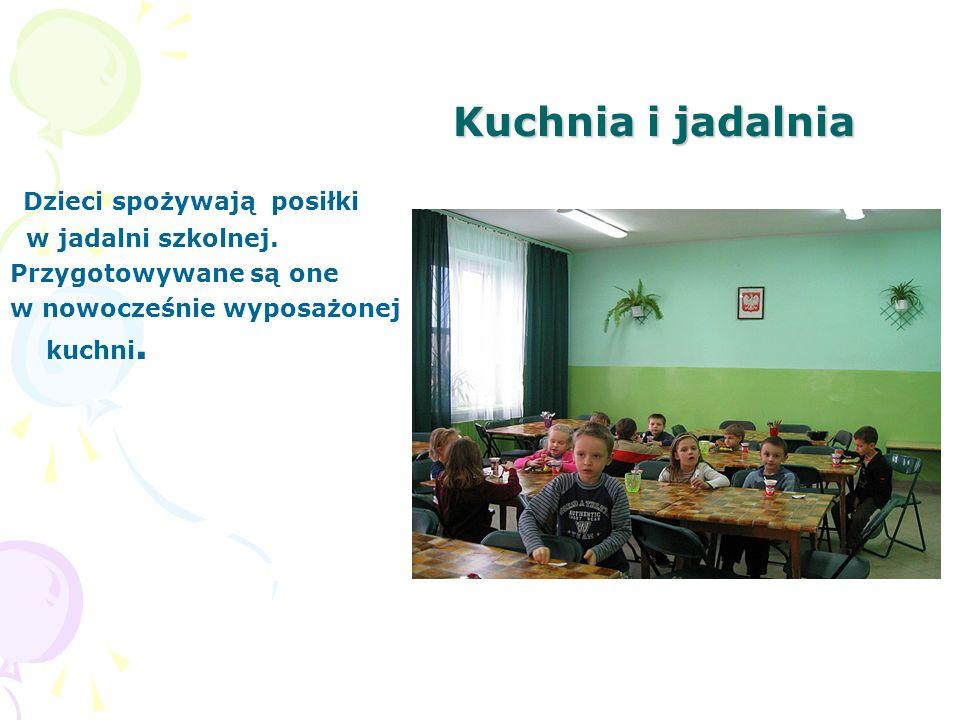 Kuchnia i jadalnia Dzieci spożywają posiłki w jadalni szkolnej.