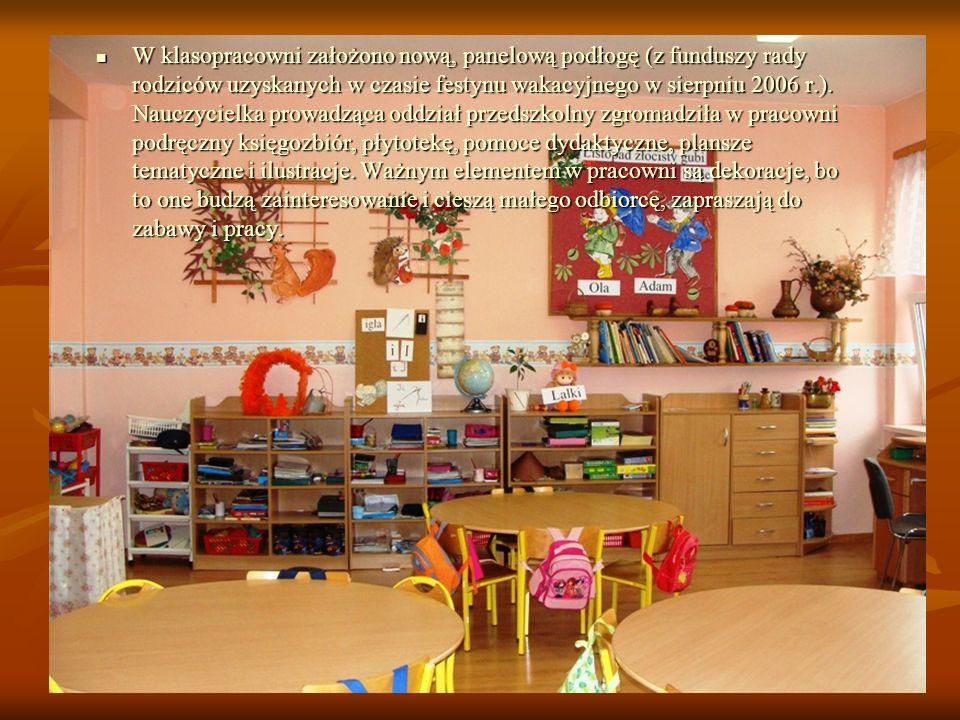 W klasopracowni założono nową, panelową podłogę (z funduszy rady rodziców uzyskanych w czasie festynu wakacyjnego w sierpniu 2006 r.).