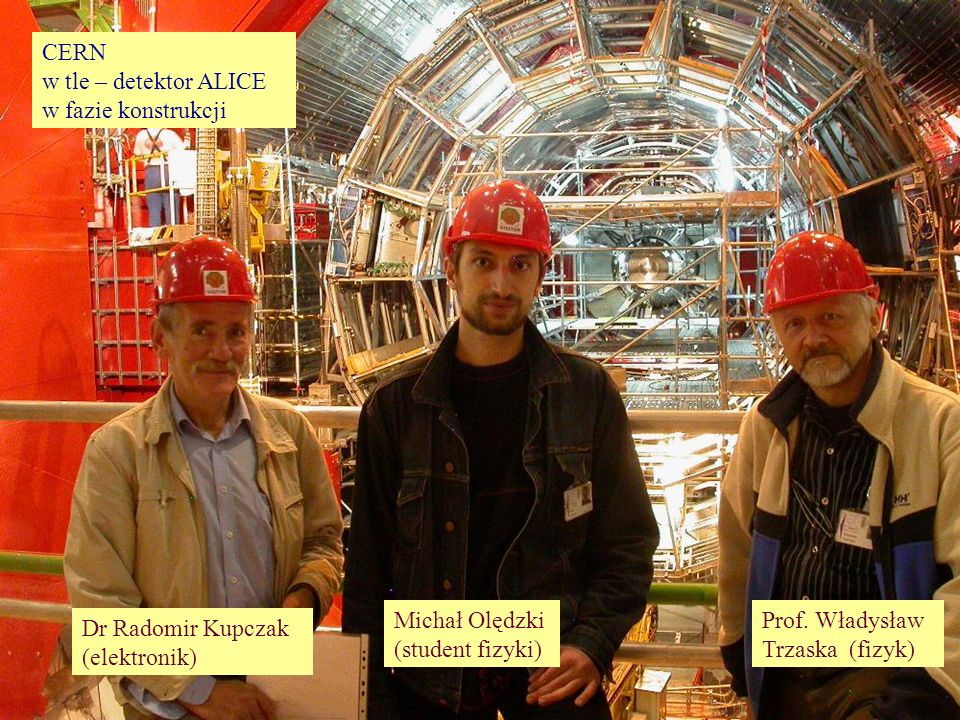 ...jako ludzie CERN w tle – detektor ALICE w fazie konstrukcji