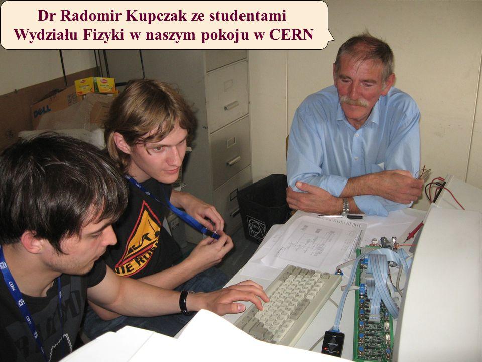 Dr Radomir Kupczak ze studentami