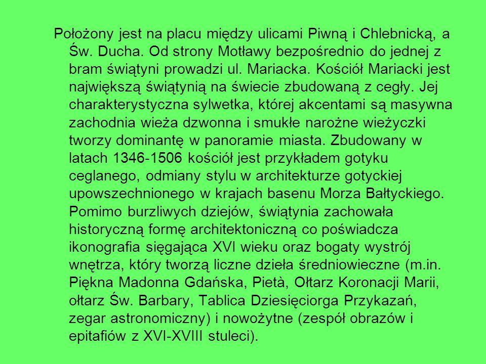 Położony jest na placu między ulicami Piwną i Chlebnicką, a Św. Ducha