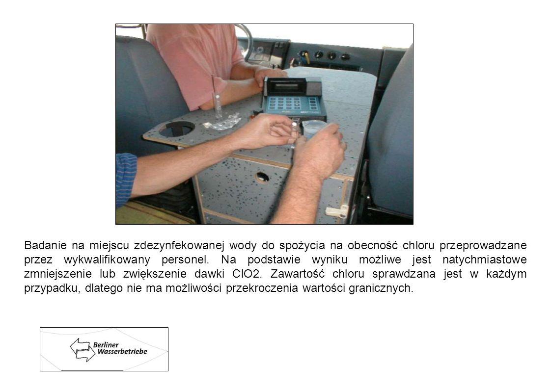 Badanie na miejscu zdezynfekowanej wody do spożycia na obecność chloru przeprowadzane przez wykwalifikowany personel.