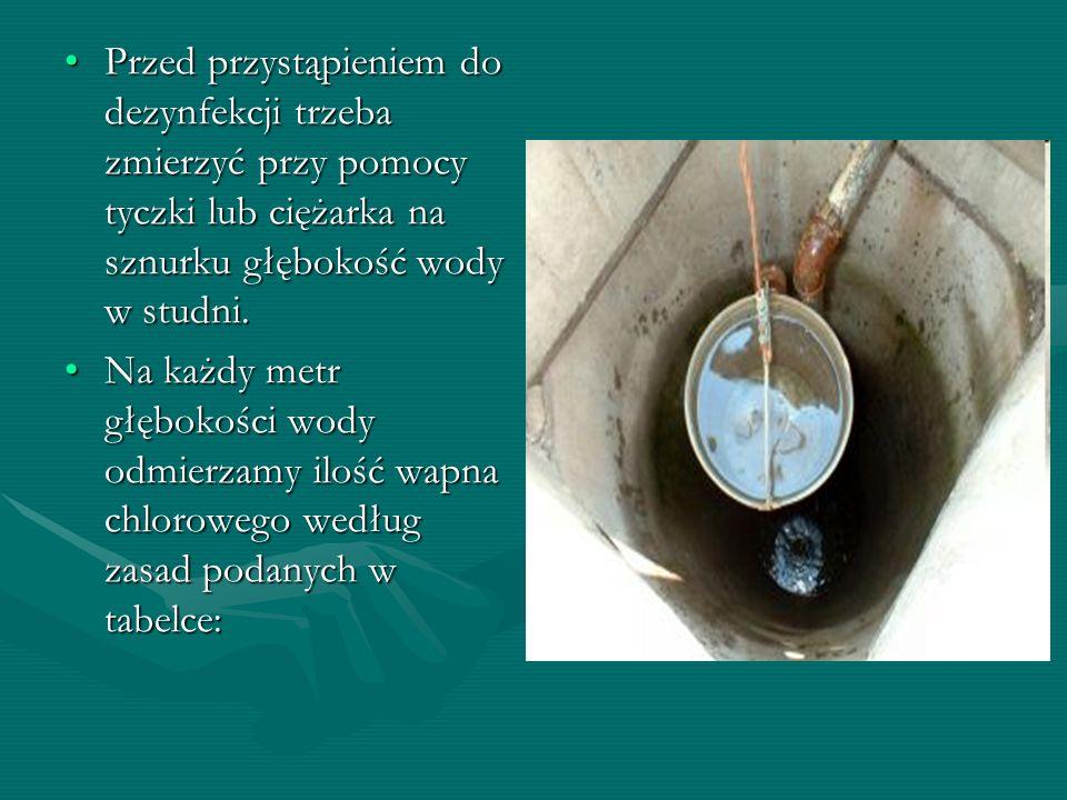 Przed przystąpieniem do dezynfekcji trzeba zmierzyć przy pomocy tyczki lub ciężarka na sznurku głębokość wody w studni.