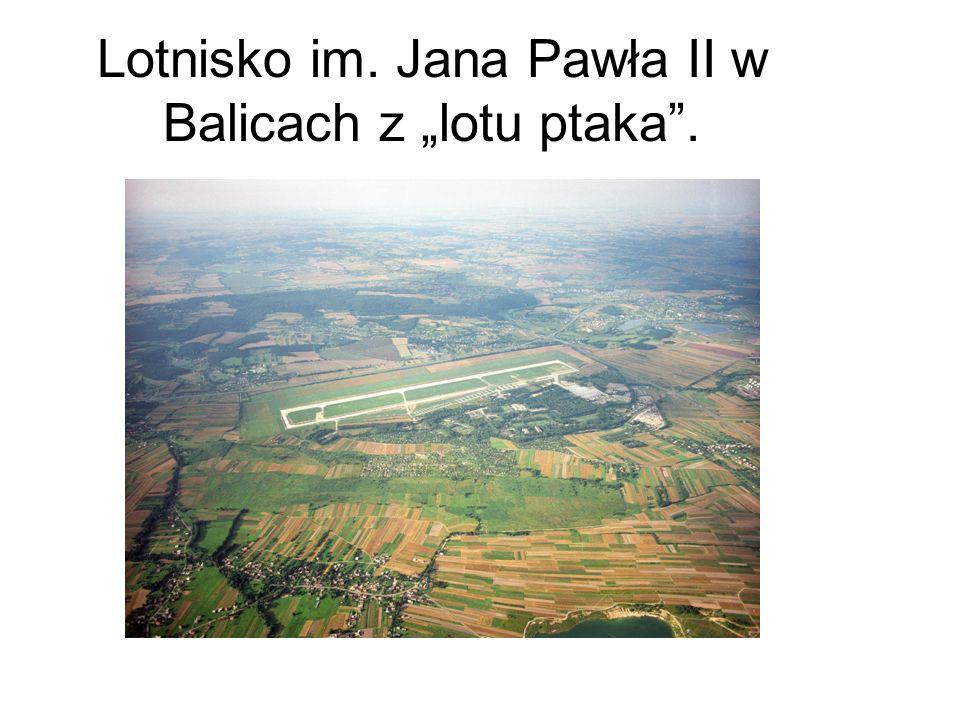 """Lotnisko im. Jana Pawła II w Balicach z """"lotu ptaka ."""