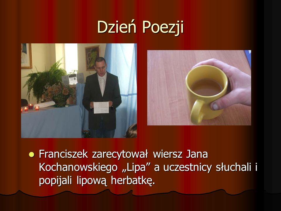 """Dzień Poezji Franciszek zarecytował wiersz Jana Kochanowskiego """"Lipa a uczestnicy słuchali i popijali lipową herbatkę."""