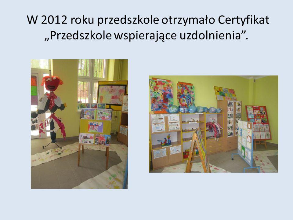 """W 2012 roku przedszkole otrzymało Certyfikat """"Przedszkole wspierające uzdolnienia ."""