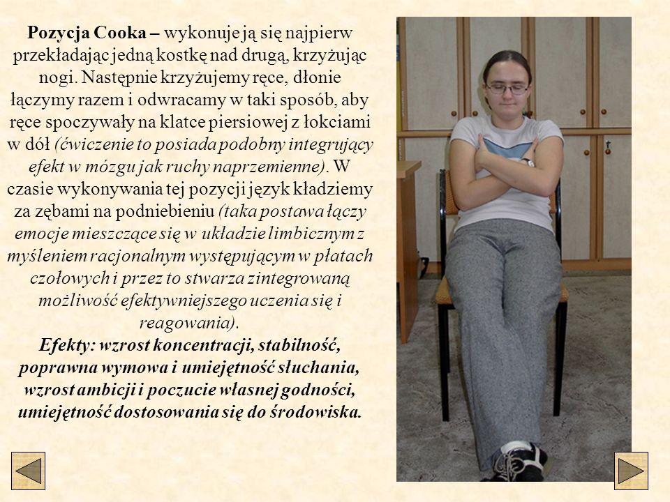 Pozycja Cooka – wykonuje ją się najpierw przekładając jedną kostkę nad drugą, krzyżując nogi.