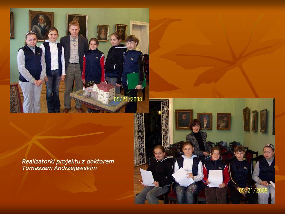 Realizatorki projektu z doktorem Tomaszem Andrzejewskim