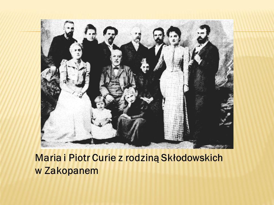 Maria i Piotr Curie z rodziną Skłodowskich