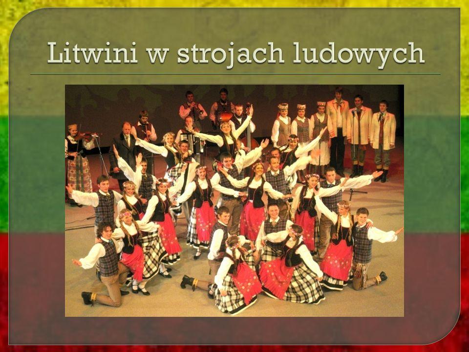 Litwini w strojach ludowych