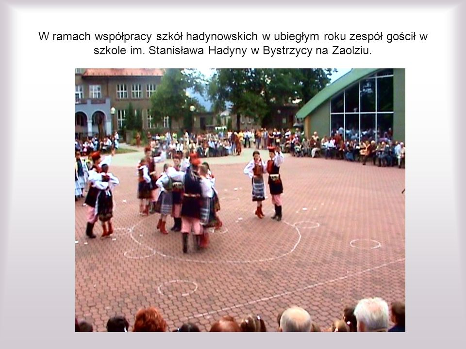 W ramach współpracy szkół hadynowskich w ubiegłym roku zespół gościł w szkole im.