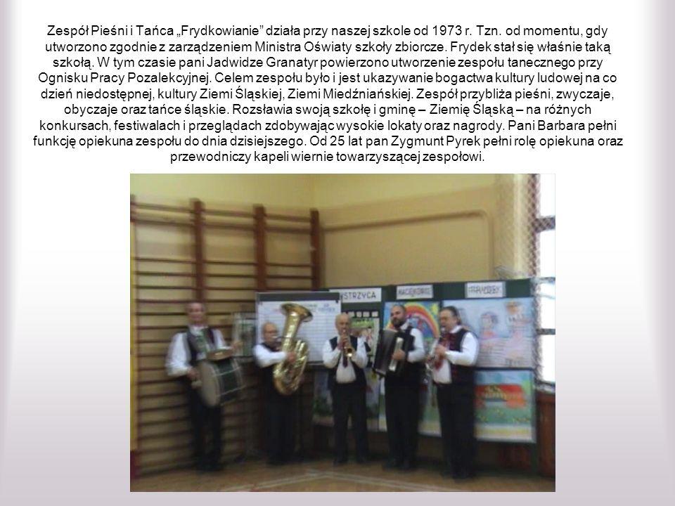 """Zespół Pieśni i Tańca """"Frydkowianie działa przy naszej szkole od 1973 r."""