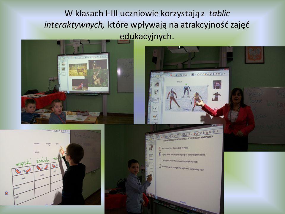 W klasach I-III uczniowie korzystają z tablic interaktywnych, które wpływają na atrakcyjność zajęć edukacyjnych.