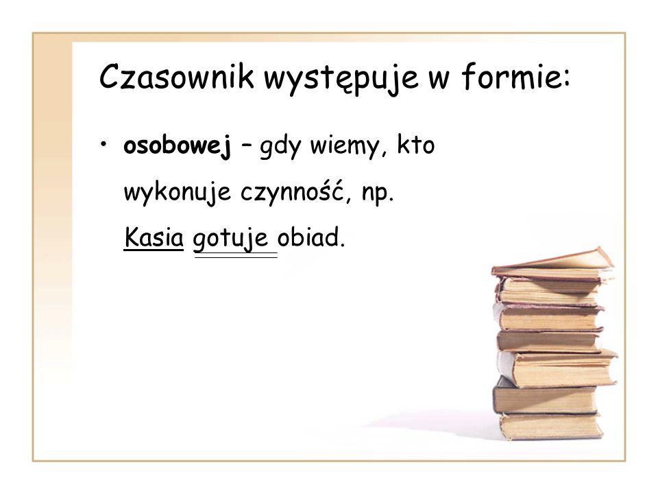 Czasownik występuje w formie: