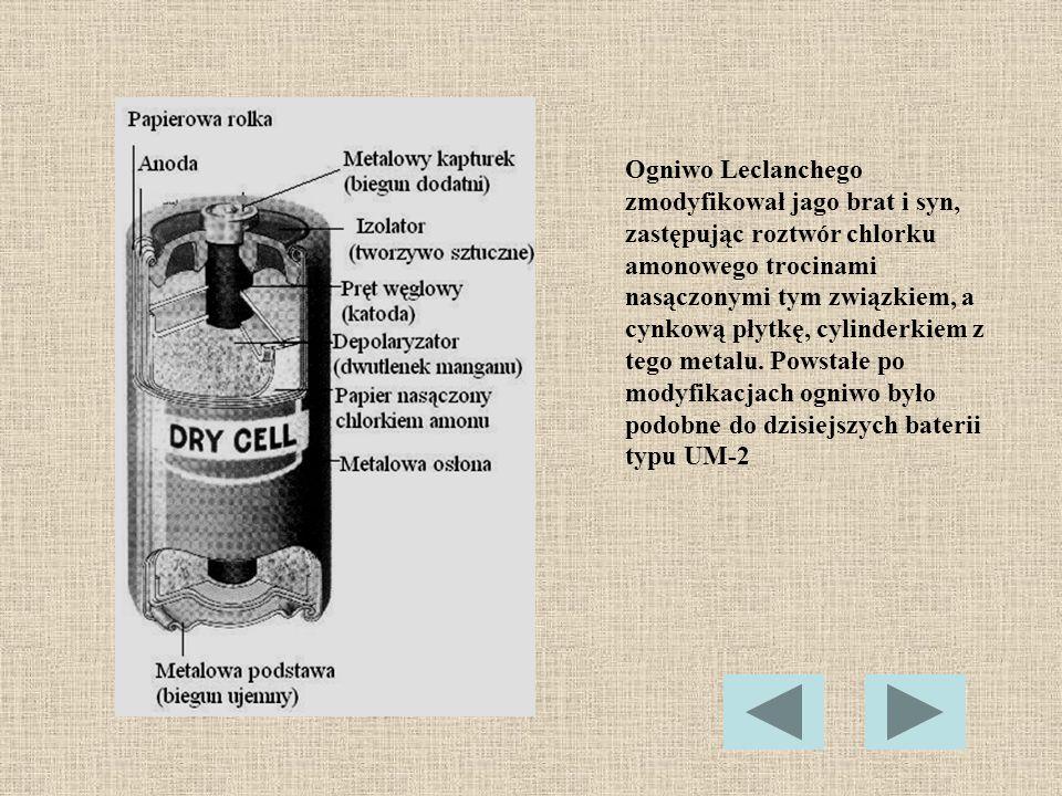 Ogniwo Leclanchego zmodyfikował jago brat i syn, zastępując roztwór chlorku amonowego trocinami nasączonymi tym związkiem, a cynkową płytkę, cylinderkiem z tego metalu.
