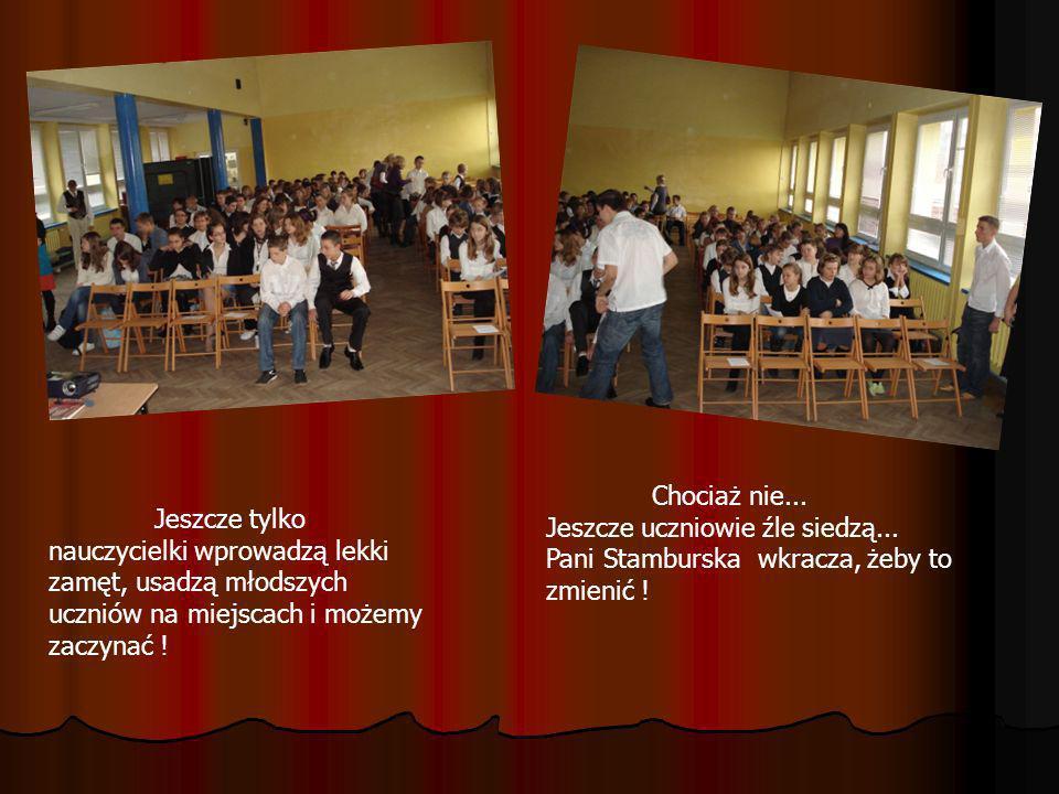 Chociaż nie... Jeszcze uczniowie źle siedzą... Pani Stamburska wkracza, żeby to zmienić !