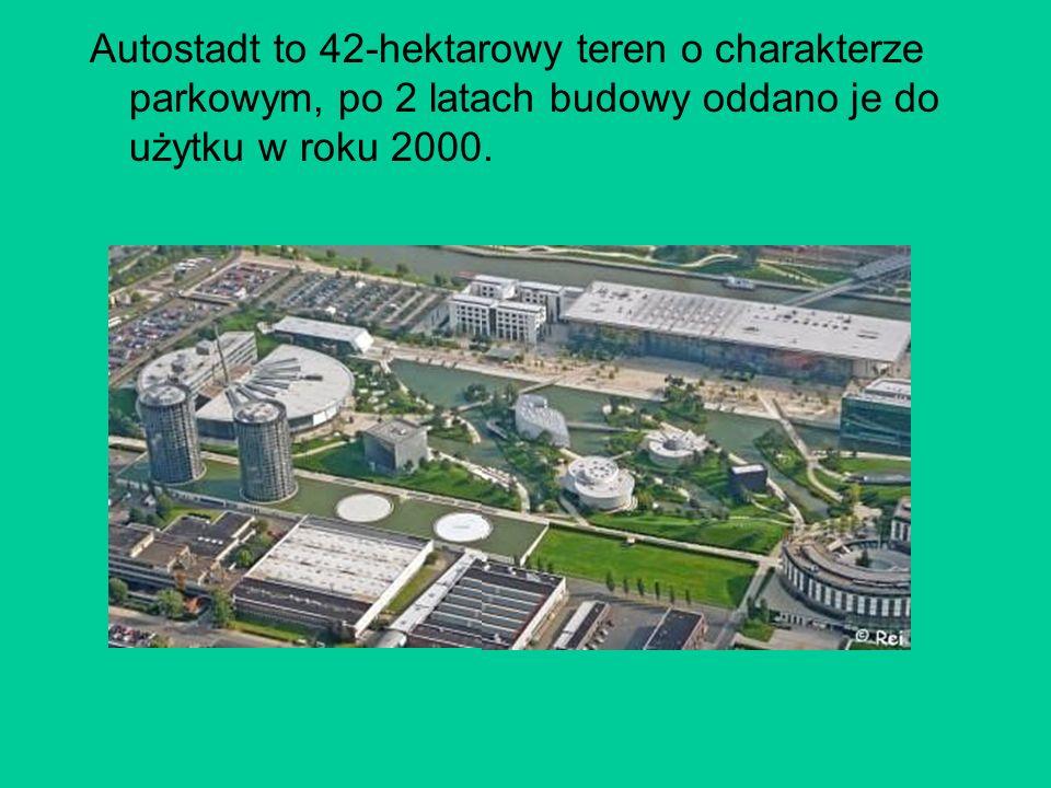 Autostadt to 42-hektarowy teren o charakterze parkowym, po 2 latach budowy oddano je do użytku w roku 2000.