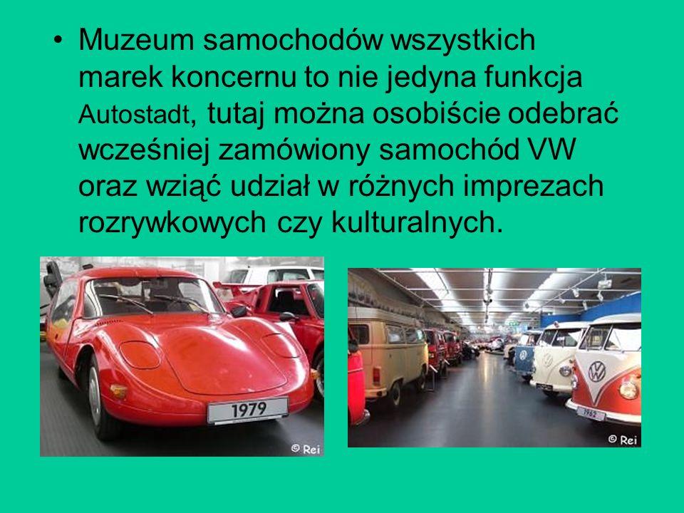Muzeum samochodów wszystkich marek koncernu to nie jedyna funkcja Autostadt, tutaj można osobiście odebrać wcześniej zamówiony samochód VW oraz wziąć udział w różnych imprezach rozrywkowych czy kulturalnych.