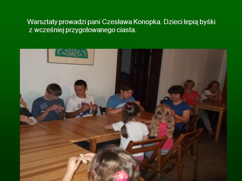 Warsztaty prowadzi pani Czesława Konopka