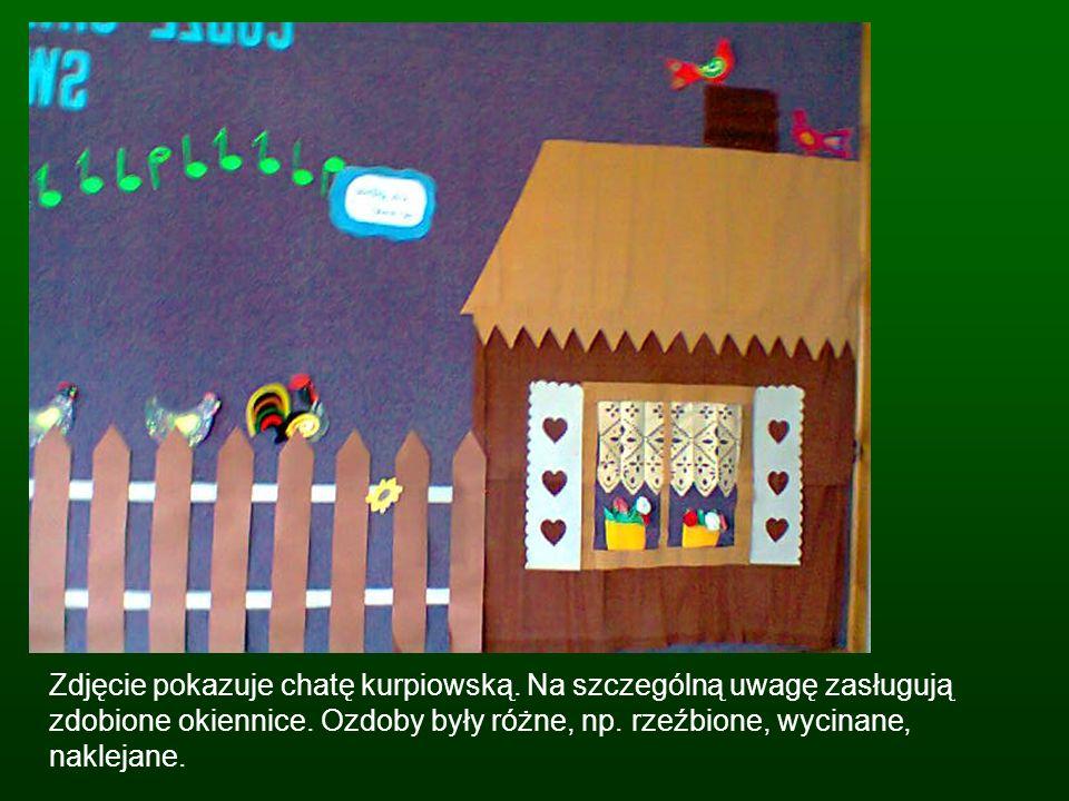 Zdjęcie pokazuje chatę kurpiowską