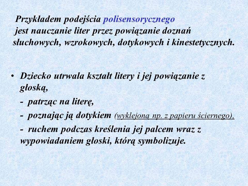 Przykładem podejścia polisensorycznego jest nauczanie liter przez powiązanie doznań słuchowych, wzrokowych, dotykowych i kinestetycznych.