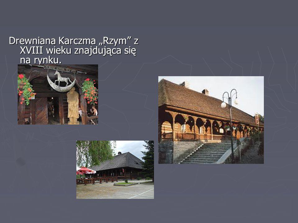 """Drewniana Karczma """"Rzym z XVIII wieku znajdująca się na rynku."""