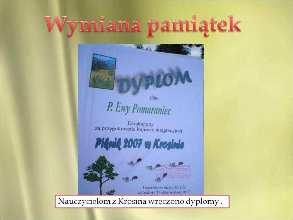 Nauczycielom z Krosina wręczono dyplomy .